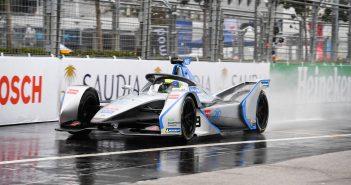 edoardo-mortara-victorious-race-formula-e-hong-kong-harbourfront
